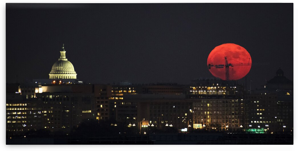 A Supermoon Occurs When The Moon   s Orbit Is Closest Perigee To Earth At The Same Time It Is Full. by 7ob