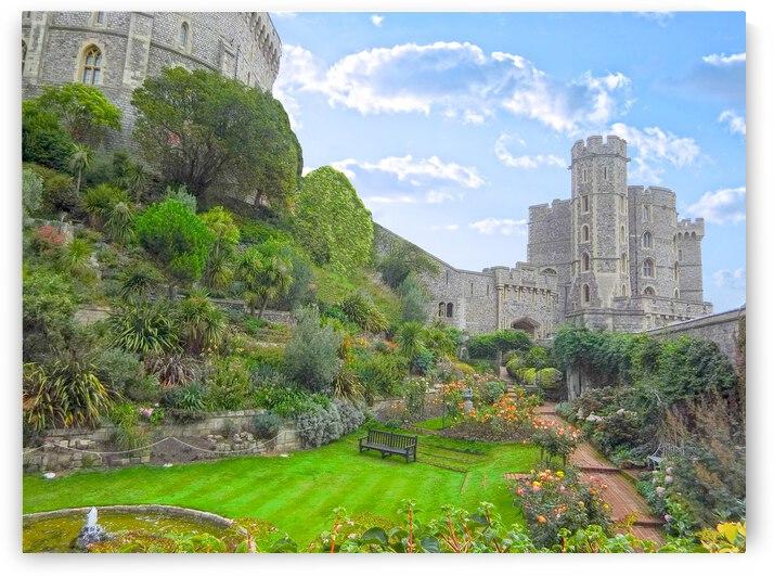 Windsor Castle Under Beautiful Blue Skies - Berkshire United Kingdom by 360 Studios