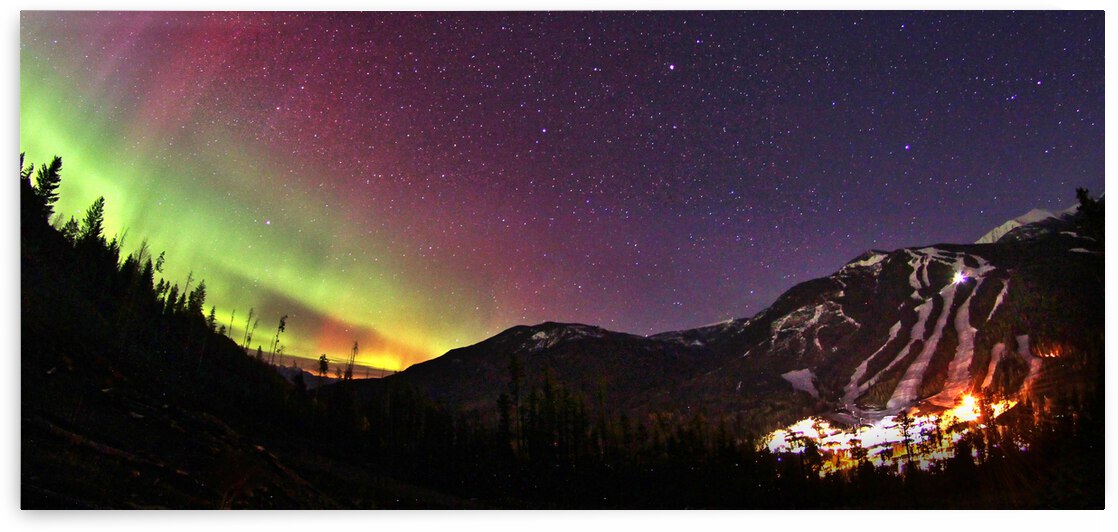 Northern Lights Panorama Resort by Stephan Malette