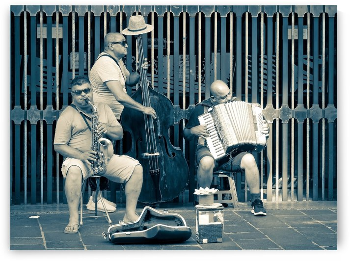 Street musicians by Astrid Lutz
