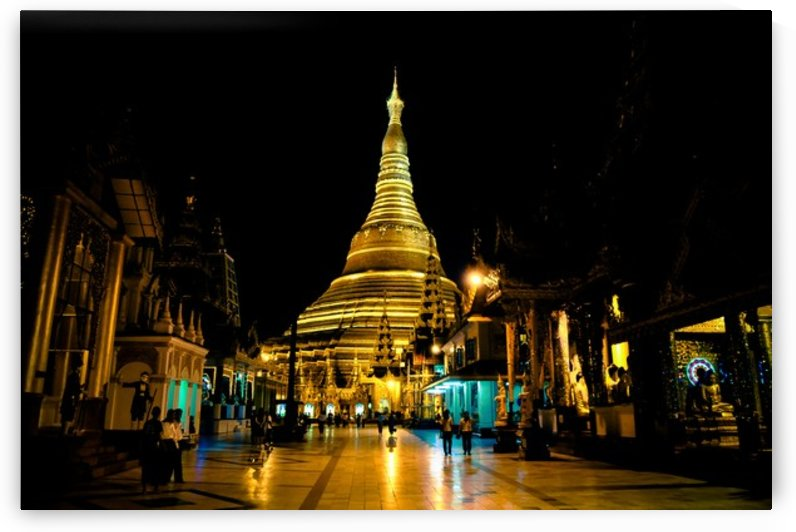 Shwedagon Pagoda by Jure Brkinjac