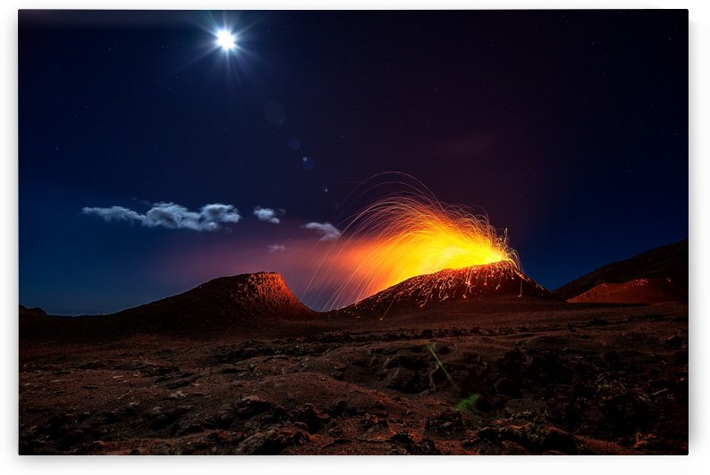 Lava flow with the moon by 1x