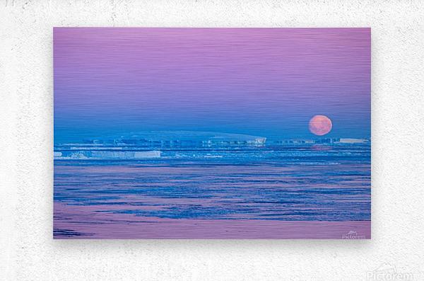 Low Moonset Close Up  Metal print