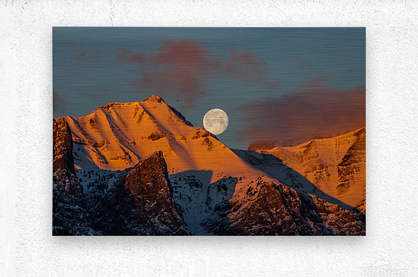 Super Moon Setting Behind Rundle Mountain  Metal print