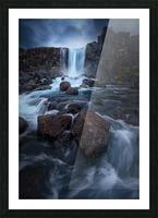 Una cascada. Picture Frame print