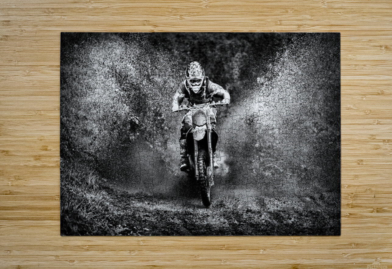 *  HD Metal print with Floating Frame on Back