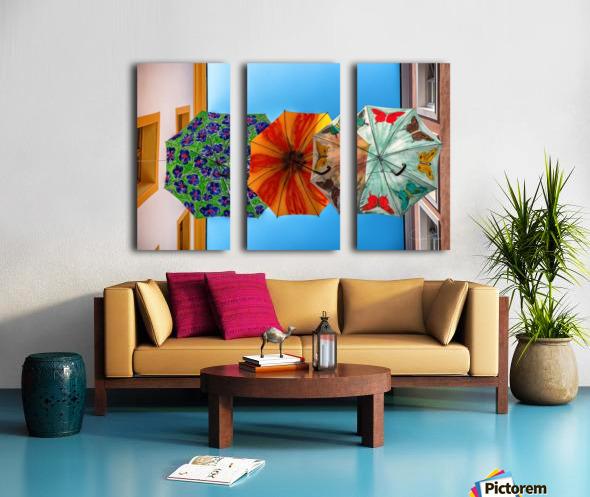 La ruelle des parapluies Split Canvas print