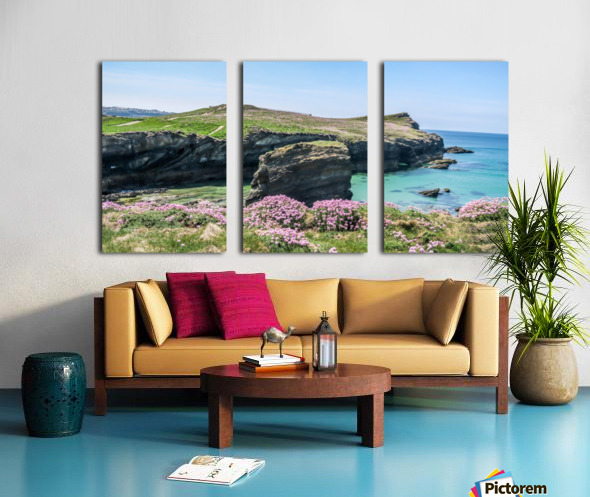 View of sea and rocks Split Canvas print
