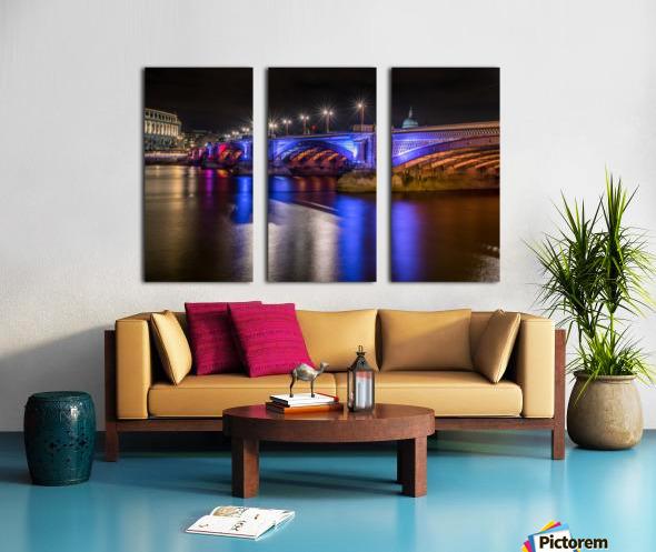 London Bridge at night Split Canvas print