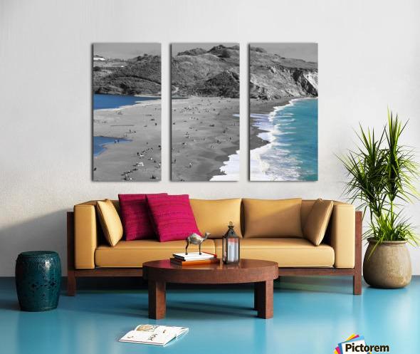 2 Bodies 1 Beach Split Canvas print