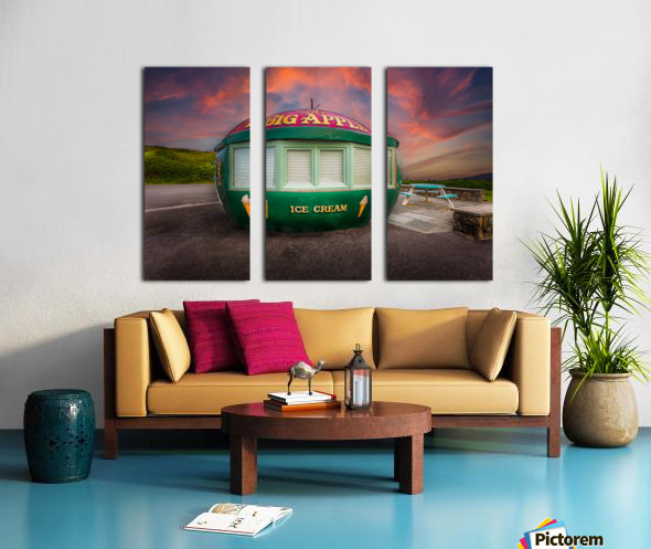 Big Apple Kiosk in Mumbles Split Canvas print