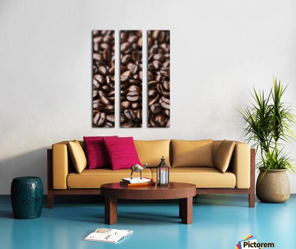 Medium dark roast Kona coffee beans close up; Holualoa, Big Island, Hawaii, United States of America Split Canvas print