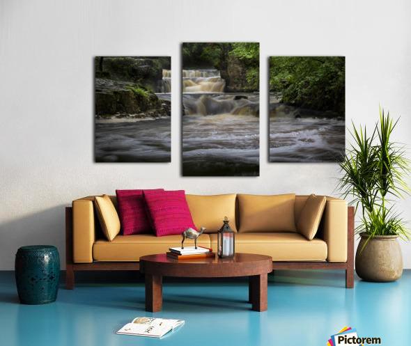 Rushing water at Horseshoe falls Canvas print