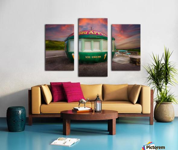 Big Apple Kiosk in Mumbles Canvas print