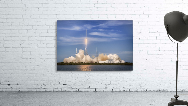 Falcon 9 Lifts Off from Space Launch Complex 40