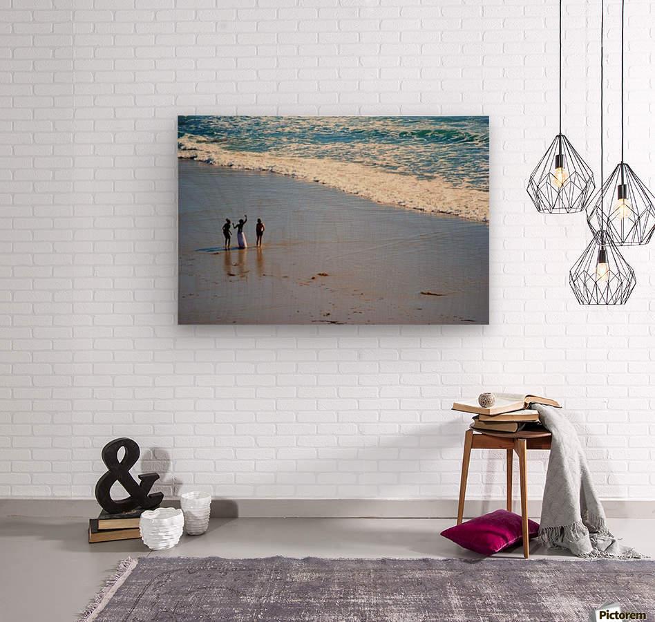 3 girls on California beach  Wood print