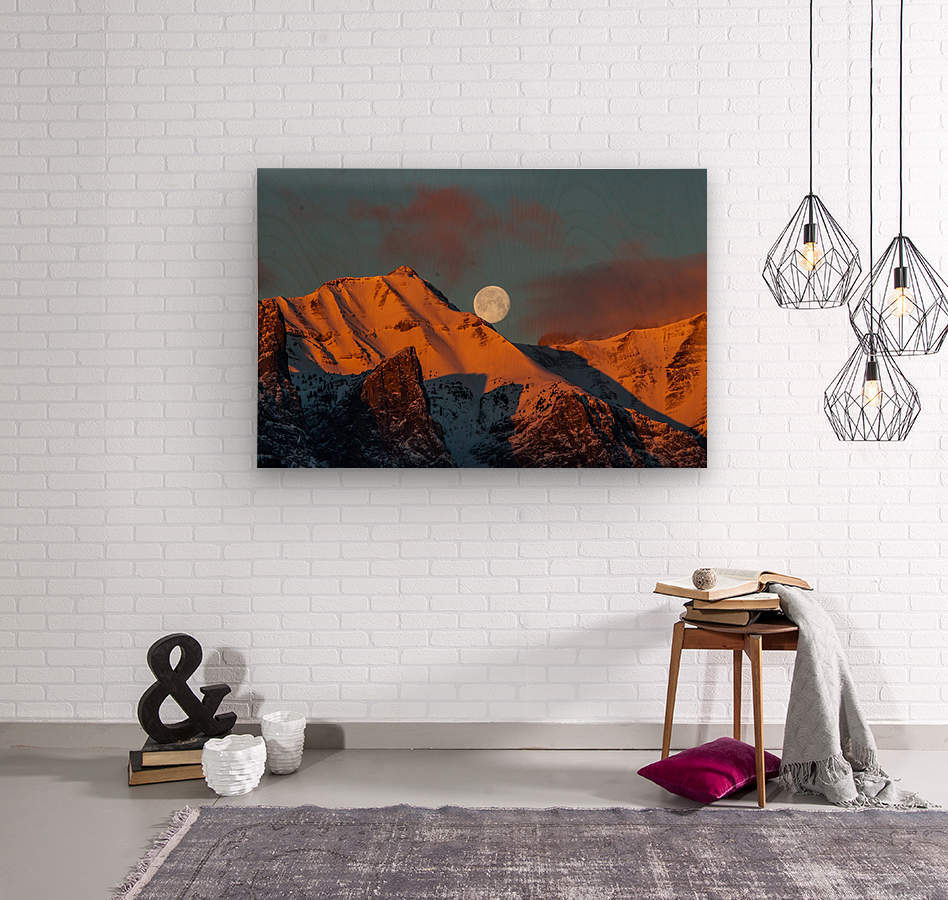 Super Moon Setting Behind Rundle Mountain  Wood print