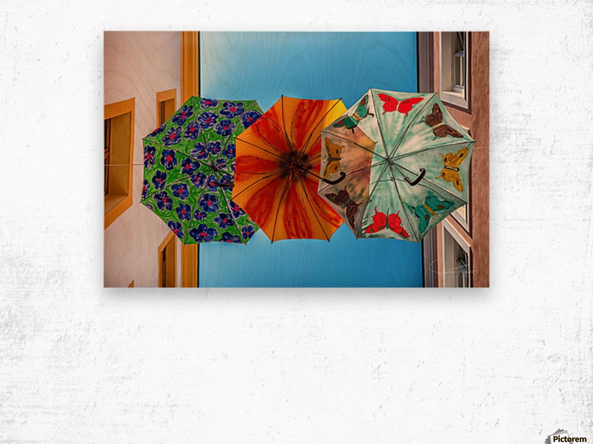 La ruelle des parapluies Wood print