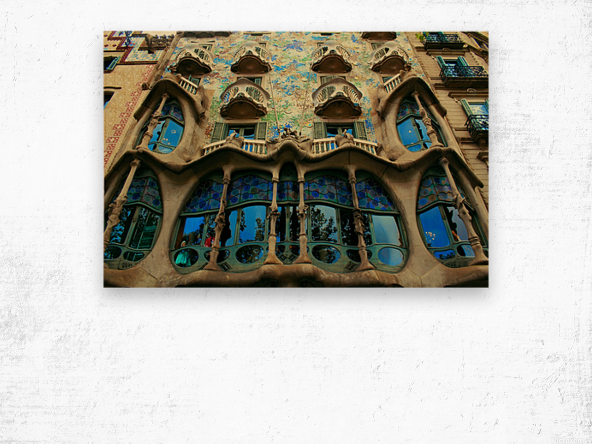 Casa Milla - Barcelona - Spain Landmark Wood print