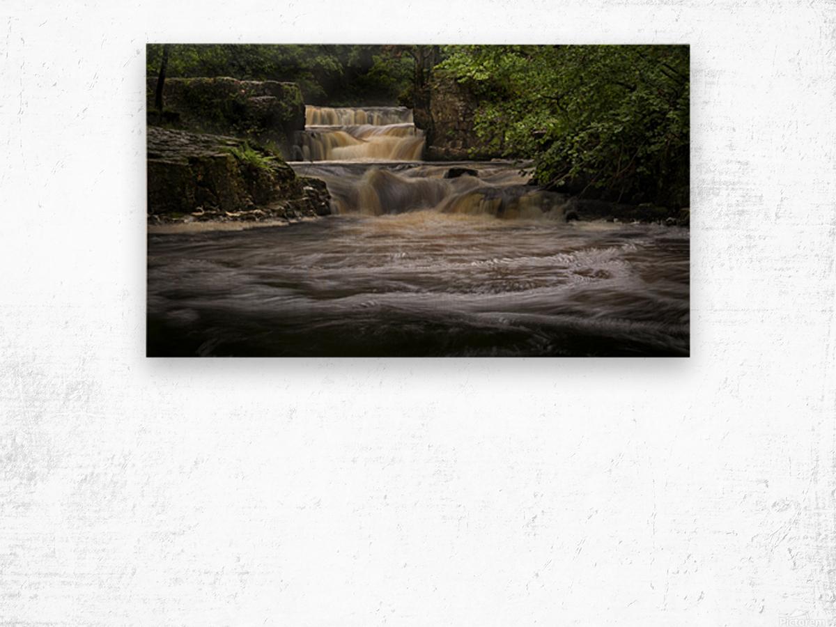 Rushing water at Horseshoe falls Wood print