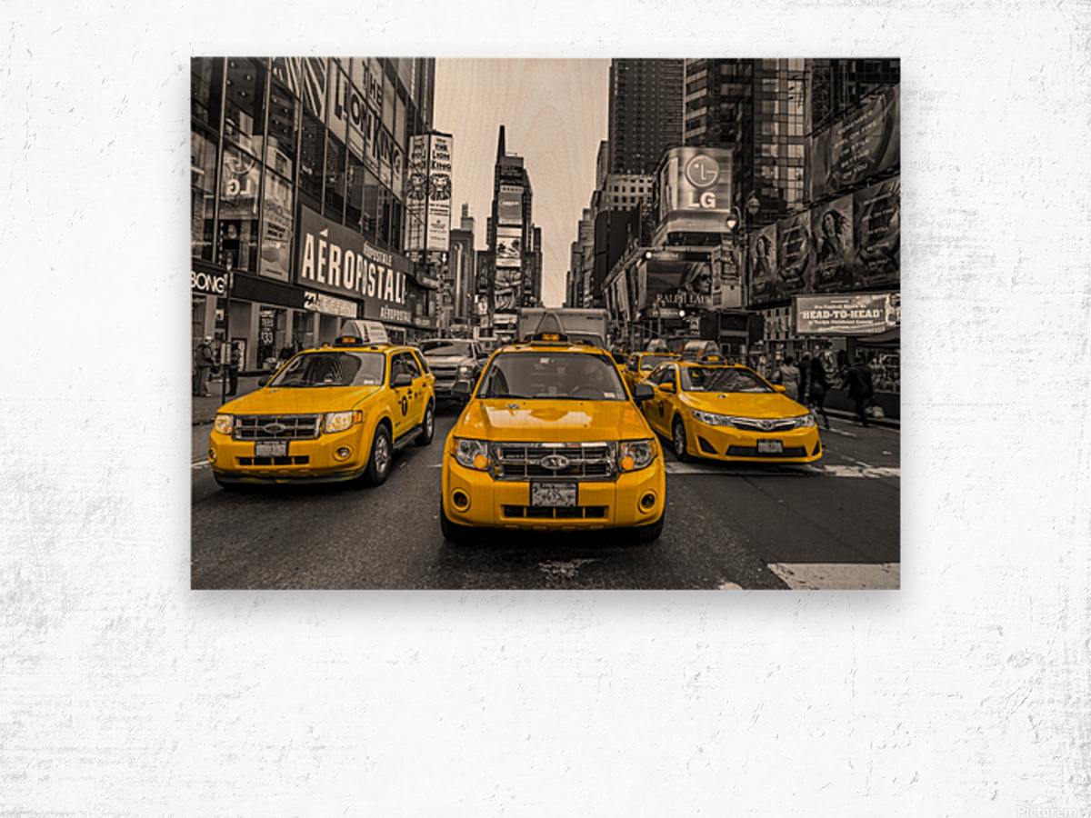 Taxi on broadway, New York Wood print