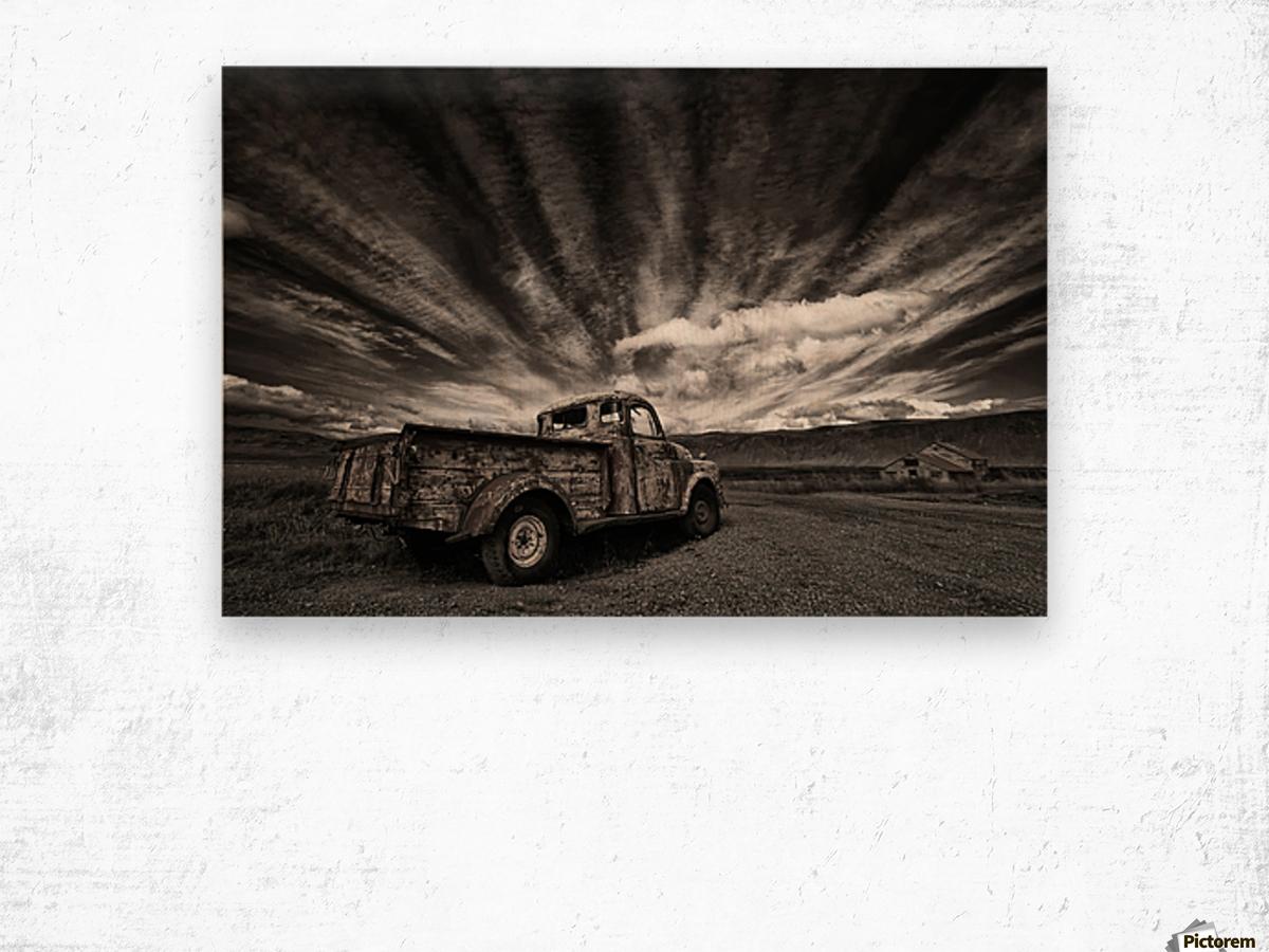 Old Truck (mono) Wood print