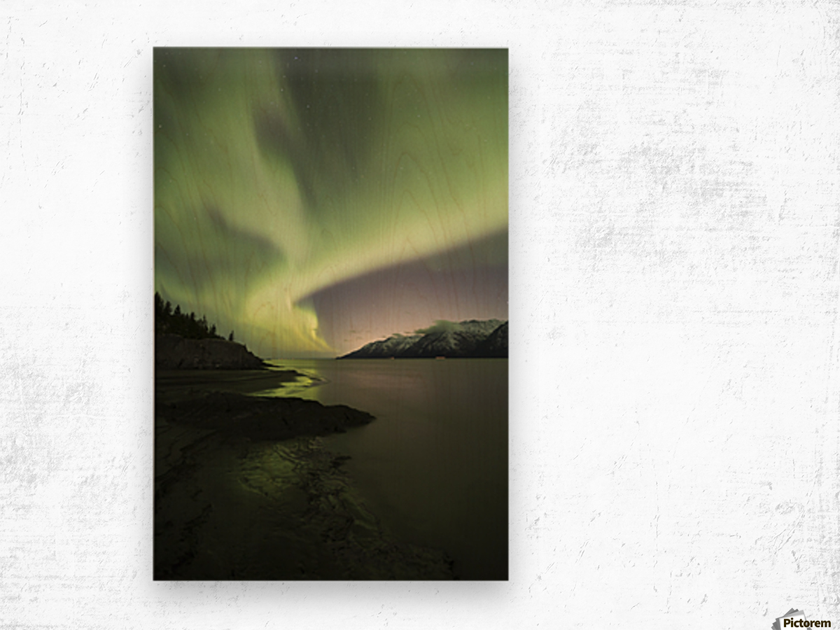 Aurora Borealis dancing above the Chugach Mountains and Turnagain Arm, Kenai Peninsula, Southcentral, Alaska Impression sur bois